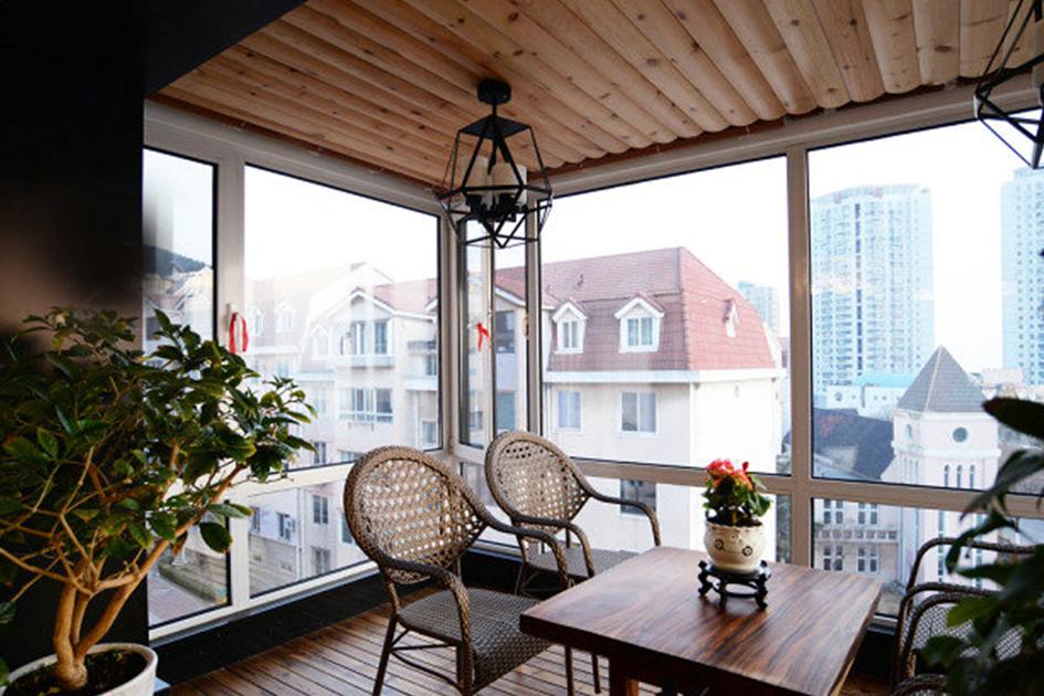 阳台玻璃护栏装修图