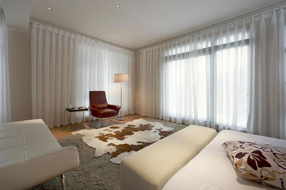 同类色沙发窗帘