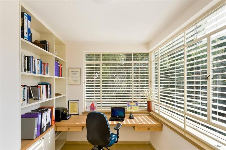阳台装修成书房